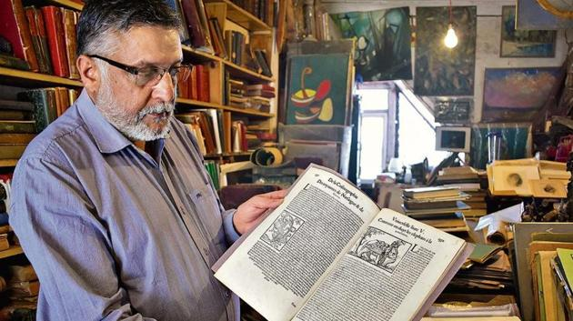 Rajiv Sud of Maria Brothers, one of the country's oldest antiquarian booksellers, in Shimla.(Deepak Sansta /HT Photo)