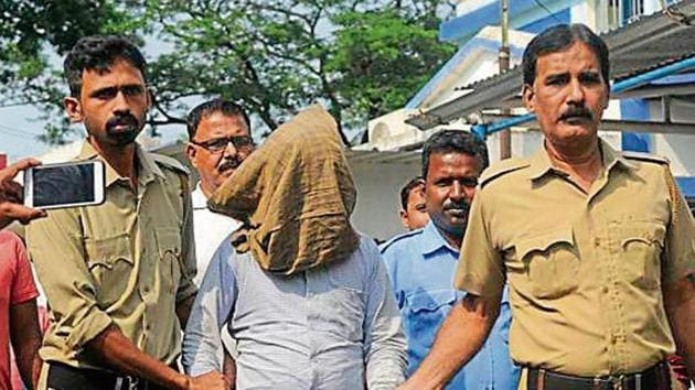 Kamruzzaman Sarkar, the 37-year-old suspected serial killer, is brought to the Kalna court for hearing, at Kalna, in East Burdwan district of West Bengal(Samir Jana / Hindustan Times)
