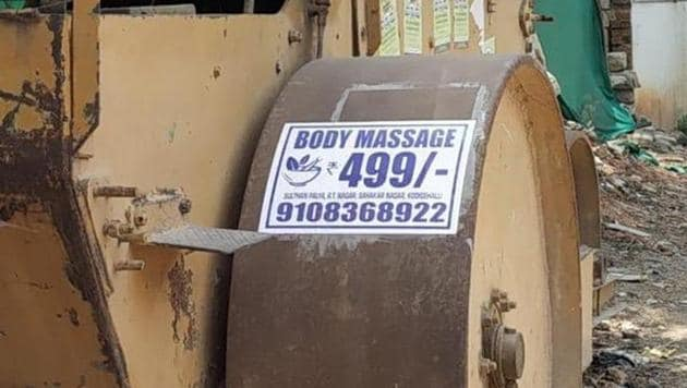 His latest tongue in cheek tweet is about the placement of a body massage ad.(Twitter/@anandmahindra)