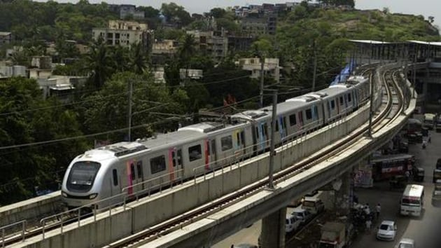 According to a recent survey by MMRDA, 50% Metro commuters are expected to walk to and back from the stations, which are approximately 1km apart.(HT Photo)