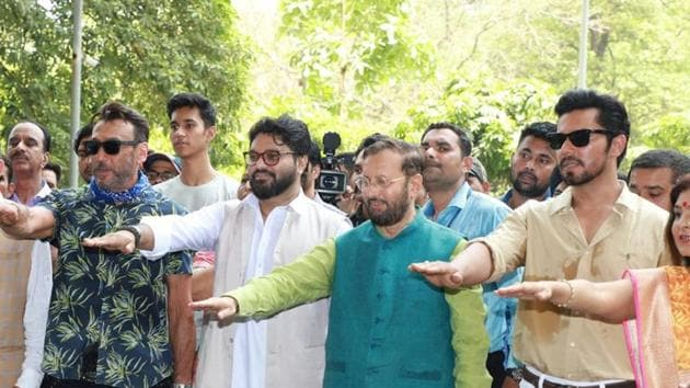 Politicians and celebrities observed the World Environment Day to create awareness among the public to be more responsible towards nature. The Union Government invited celebrities like former cricketer Kapil Dev, and actors Jackie Shroff and Randeep Hooda, to plant saplings to encourage afforestation. Other politicians like Uttar Pradesh Chief Minister Yogi Adityanath and former Delhi Chief Minister Sheila Dikshit also planted trees. Responsible citizens also formed a human chain outside former President APJ Abdul Kamal's memorial in Rameswaram to send a message of sustainable living.
