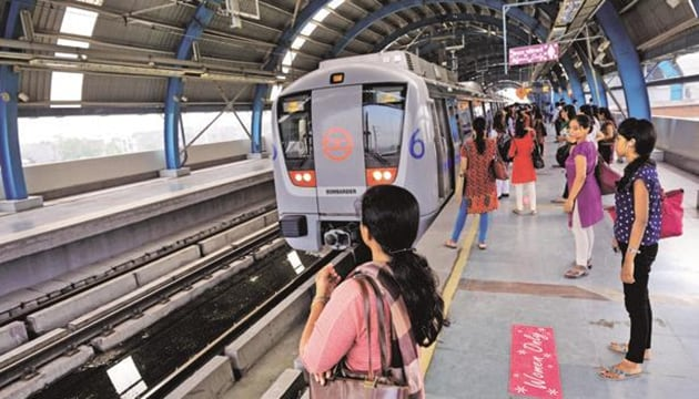Delhi Metro was catering close to a daily 27 lakh passenger rides per day before the fares were hiked in May 2017. Currently, the Metro usage is around 23 lakh daily trips per day.(HT Photo)