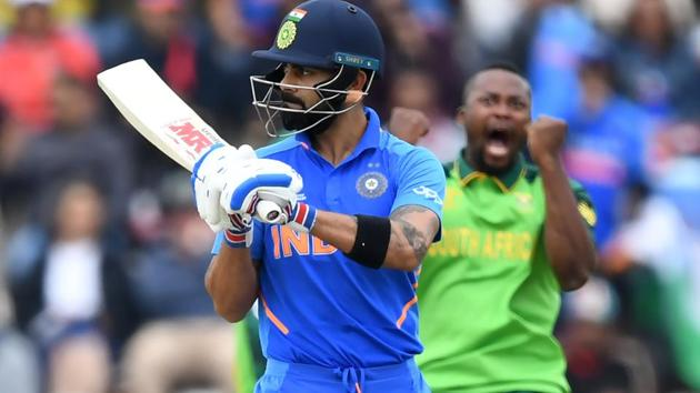 India's captain Virat Kohli (L) walks off the field after losing his wicket for 18 to South Africa's Andile Phehlukwayo (R).(AFP)