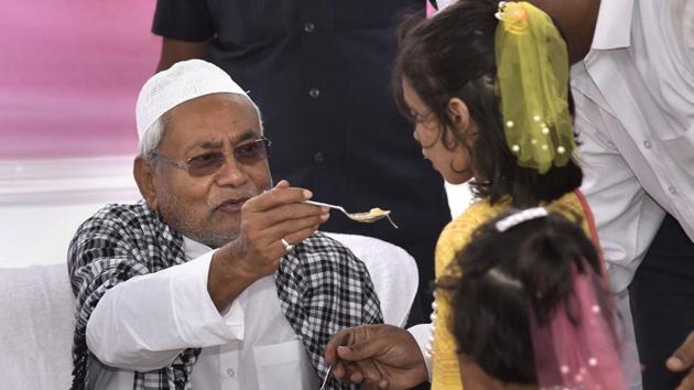 Bihar Chief Minister Nitish Kumar offers sewaiyan (a traditional sweet dish) to children after the Eid-ul-Fitr prayers at Gandhi Maidan in Patna on Wednesday.(PTI)