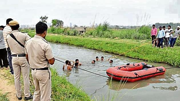 The victim was identified as Tilak Raj, a resident of Kapashera. Police said Raj caught up with his friends for some drinks and they decided to go to the canal for a dip.(HT Photo)