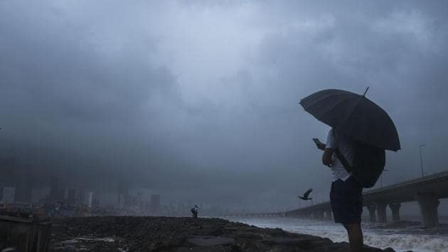 According to the IMD, the southwest monsoon hits Kerala generally by June 1 and the onset date for Maharashtra and Mumbai are between June 8 and 10.(Pratik Chorge/HT Photo)