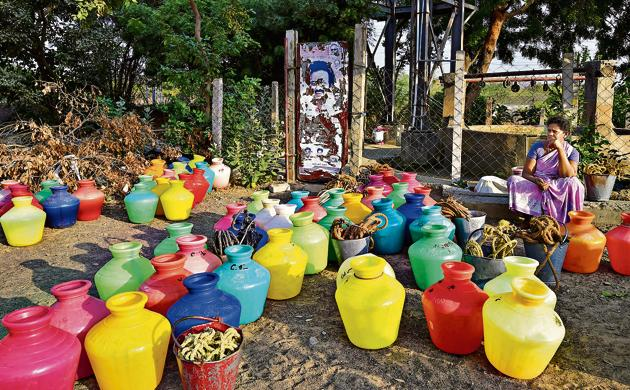 A woman waits to fetch water from a community well at Eswari Nagar in Pallavaram municipality, Chennai.,(PTI)