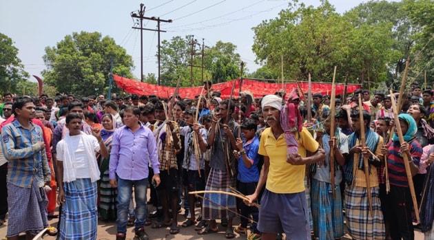 Tribals protesting in Chhattisgarh's Dantewada district against iron ore mining in Bailadila hills.(HT PHOTO)