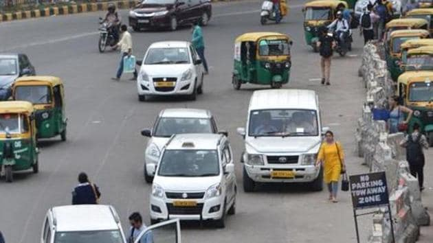 Passenger vehicle sales in India declined by 20.55% in May compared to the same period last year, logging the steepest fall in nearly 18 years as the industry reeled from the effects of a credit slowdown, regulation changes and a slump in the economy.(Yogesh Kumar/HT File PHOTO)