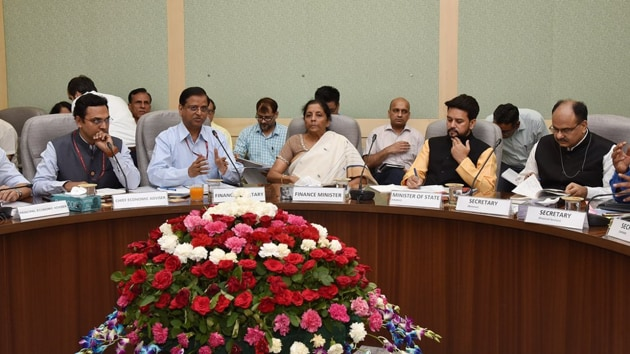 Nirmala Sitharaman holding her 3rd Pre-Budget consultations with the stakeholder Groups from Financial Sector and Capital Markets on13th June ,2019. (Photo: Ministry of Finance/Twitter)