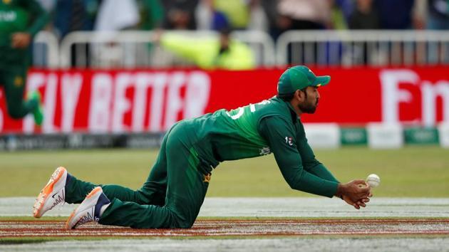 ICC Cricket World Cup - England v Pakistan - Trent Bridge, Nottingham, Britain - June 3, 2019 Pakistan's Asif Ali drops the ball Action Images via Reuters/Andrew Boyers(Action Images via Reuters)