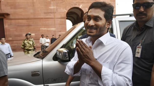 Andhra Pradesh Chief Minister YS Jaganmohan Reddy arrives at North Block to meet Union Home Minister Amit Shah in New Delhi, on Friday, June 14, 2019.(Vipin Kumar/HT PHOTO)