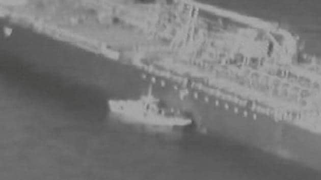 Still image taken from a US military handout video purports to show Iran's Revolutionary Guard (IRGC) removing an unexploded limpet mine from the side of the Kokuka Courageous Tanker, June 13, 2019.(Reuters File Photo)