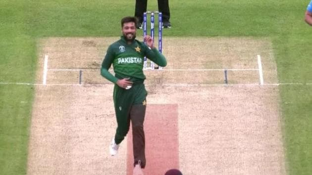 Mohammad Amir was guilty of running in the danger area during the India vs Pakistan World Cup 2019 match at Manchester.(Screen Grab)