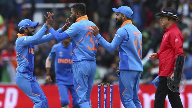 India's Hardik Pandya, center, celebrates with his teammates taking the wicket of Pakistan's Mohammad Hafeez.(AP)