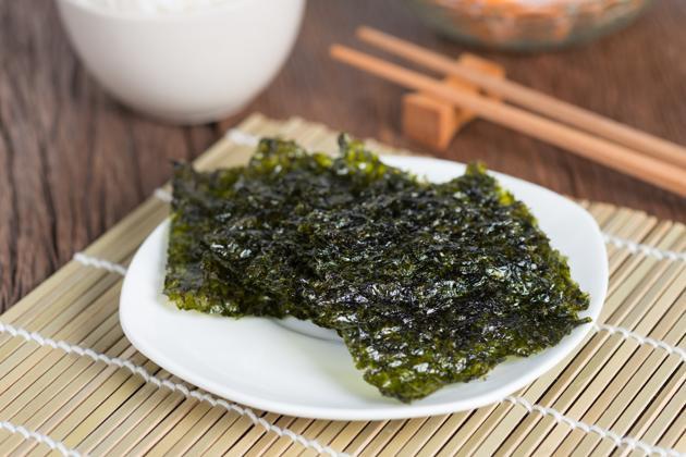Iodine-rich foods like seaweed nori leaves better thyroid functioning(Shutterstock)