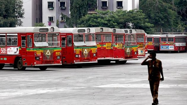 On Thursday, BEST proposed that its minimum fare be brought down to Rs 5 for 5km against the current Rs 8 for 2km in regular buses and for AC buses, to Rs 6 for 5km from the current Rs 30 for 2km.(HT Photo)