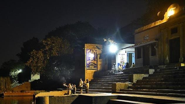 With the river has turned into a drain and a dumping ground for waste over the years, the once vibrant ghats, which face utter neglect and civic apathy today, are not as picture perfect as Pandit's Instagram account would suggest.(HT Photo)