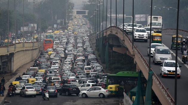 Traffic experts say drawing dedicated traffic plans for choke points is the only way to ease traffic in the city.(Mohd Zakir/HT PHOTO)