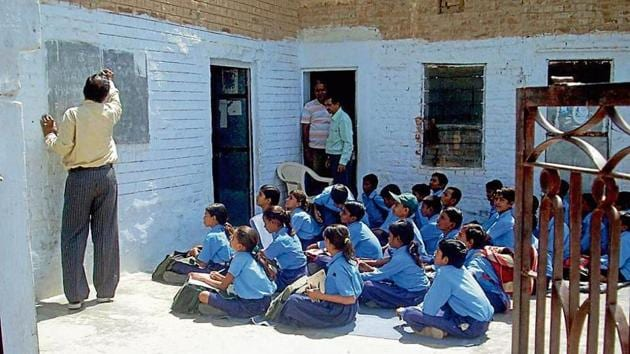 The previous BJP government pf Rajasthan had merged about 19,000 schools with low admissions and high number of vacancies with nearby schools to rationalise enrolment and teacher availability.(HT File Photo)