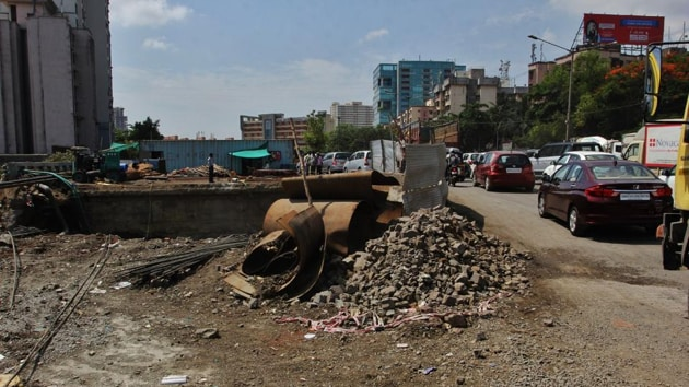 The project involves the construction of a 5-km flyover between Subhash Chowk and Badshahpur by the National Highways Authority of India (NHAI) for which the stretch has been barricaded.(HT Photo)