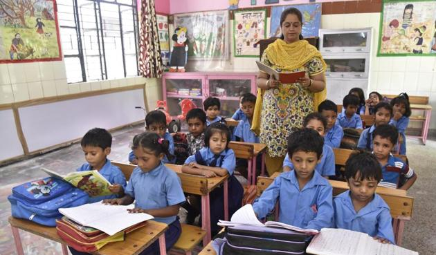 Untrained teachers, irrespective of schools being adequately staffed, directly affect student performance. ASER and NAS results make it clear that this is not merely a learning crisis; the Indian school education system is going through a teaching crisis(S Burmaula / Hindustan Times)
