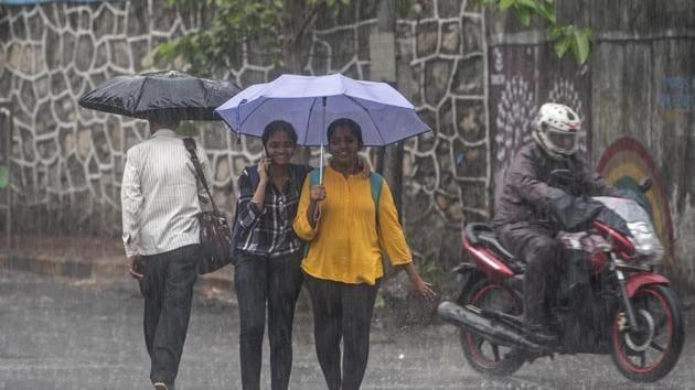 Many areas of Mumbai experienced rains on Monday, June 24, 2019.(Satyabrata Tripathy/HT Photo)