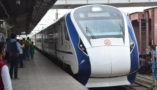 Train 18 will resemble Shatabdi trains and the routes under consideration are via Pune/Daund or via Manmad railway stations.(HT File)