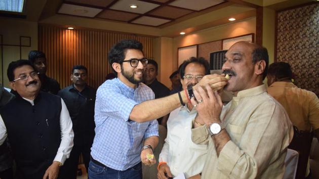 (From left) Yuva Sena chief Aaditya Thackeray, Mayor Vishwanath Mahadeshwar and Shiv Sena leader Anil Patankar at the BEST headquarters on Tuesday.(Bhushan Koyande/HT Photo)