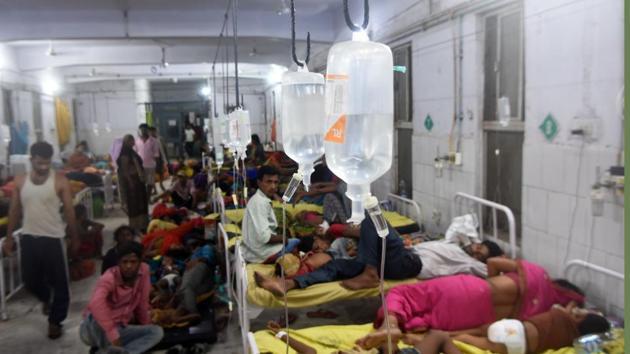 Muzaffarpur, India - June 21,2019:Midnight seen overcrowded child suffering from Acute Encephalitis Syndrome under treatment in the ward of Sri Krishna Medical College and Hospital (SKMCH) in Muzaffarpur, India, on Friday, June 21, 2019. (Photo by Parwaz Khan / Hindustan Times)(Parwaz Khan /HT PHOTO)
