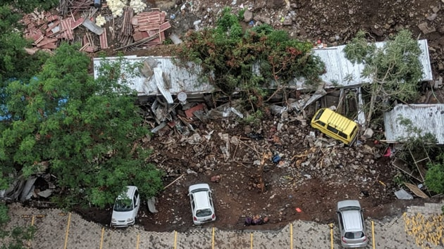 The retaining wall that collapsed was of Alcon Stylus housing society in Kondhwa area.(Shankar Narayan/ HT Photo)
