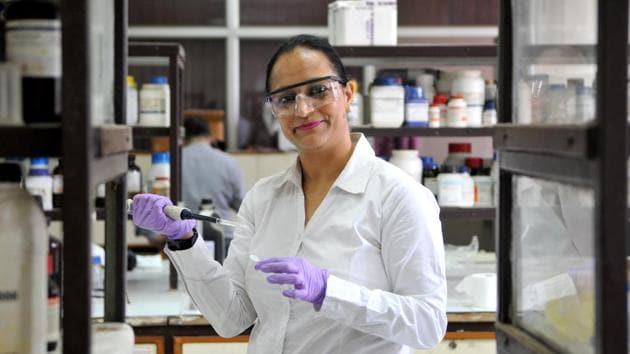 Inderpreet Kaur at work at the CSIO Research Block in Chandigarh.(Ravi Kumar/HT)