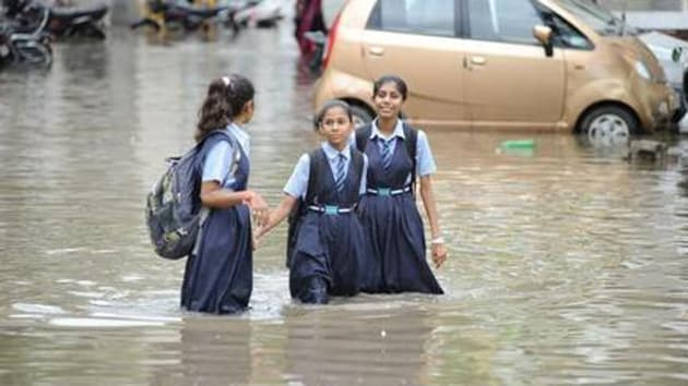 The national highway connecting Mumbai to Surat was under water on some stretches, causing traffic snarls.(HT Photo)
