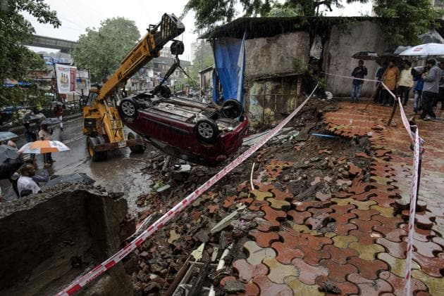 A compound wall of a society in Ghatkopar collapsed on Saturday.(Satish Bate/HT Photo)