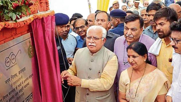 Manohar Lal Khattar on Sunday said that 'winnability' would be the key factor for the selection of BJP candidates for the forthcoming assembly elections.(HT Photo)