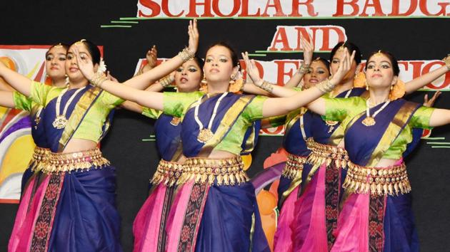 Students presented cultural performances at the function(HT)