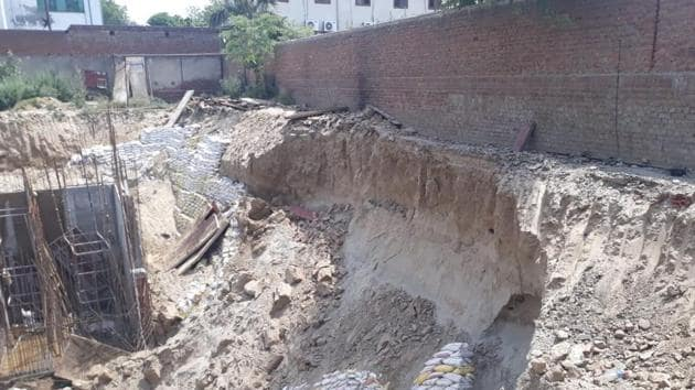The wall collapsed when workers were engaged in constructing the foundation of a multi-storey building in Sector 62.(HT Photo)
