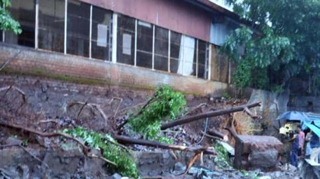 Compound wall collapse at Sinhgad Institute, Ambegaon in Pune(HT PHOTO)