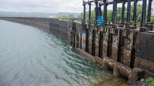 The water level of Khadakwasla dam increased after heavy rains in the catchment areas on Monday.(Milind Saurkar/HT Photo)