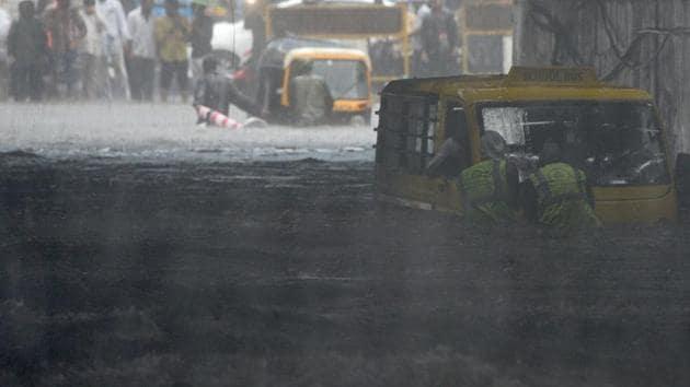 People deal with waterlogging at Andheri Subway(W) in Mumbai, India, on Monday, July 1, 2019.(Satyabrata Tripathy/HT Photo)