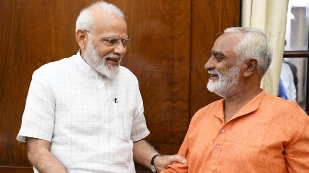 After the party's thunderous victory on 303 seats, Chandrani kept his word and completed the 1,100 kilometre distance in 17 days.(Twitter/@narendramodi)