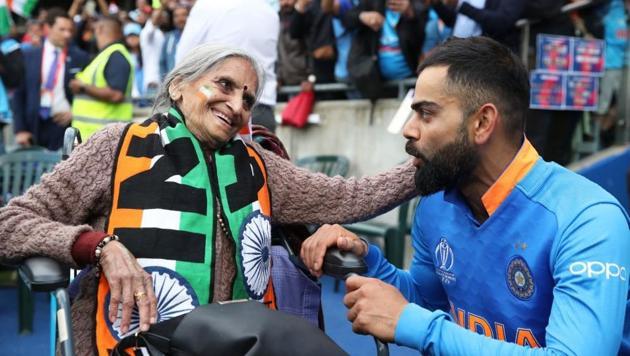 India vs Bangladesh, World Cup 2019: Virat Kohli meeting super fan Charulata Patel.(Twitter/ @cricketworldcup)