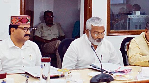 The meeting of transport ministers and administrative secretaries of northern states in Chandigarh on Sunday, including (left to right) Govind Singh Thakur (Himachal Pradesh), Swatantra Dev Singh (Uttar Pradesh), Krishan Lal Panwar (Haryana), Kailash Gehlot (Delhi) and Razia Sultana (Punjab).(HT Photo)