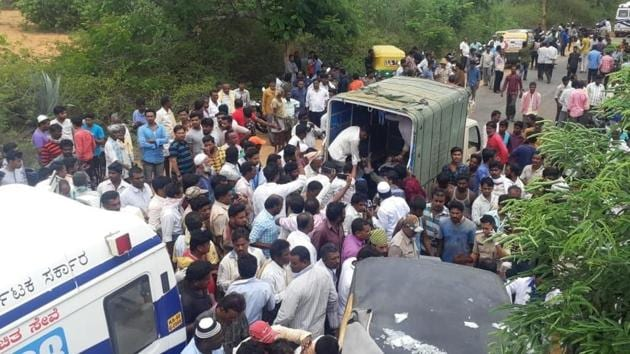 12 people die in head-on collision between a tempo and bus in Karnataka's Chintamani(ANI/Twitter)