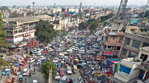 Traffic congestion on roads is one of the main problems in Karnal where jams have become a common sight.(HT Photo)