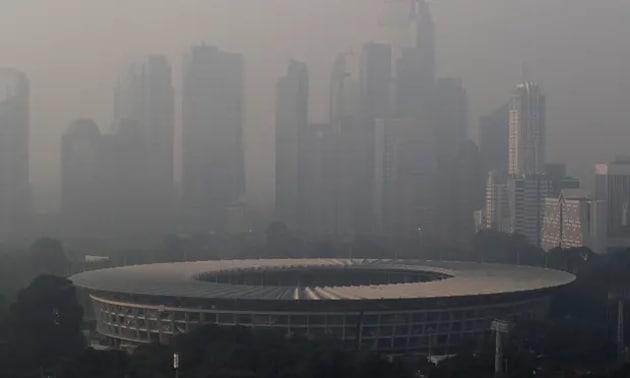 Air pollution levels in Jakarta have increased by more than 50 per cent from PM2.5 levels of 29.7 in 2017 to 45.3 in 2018, according to air quality index platform Air Visual.(Reuters)