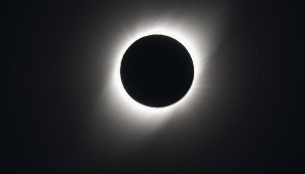 The total solar eclipse as seen from El Molle, Chile, on July 2, 2019. - Tens of thousands of tourists braced Tuesday for a rare total solar eclipse that was expected to turn day into night along a large swath of Latin America's southern cone, including much of Chile and Argentina.(AFP)