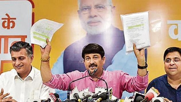 BJP's Manoj Tiwari claimed the Delhi government increased budget allocation for classrooms on verbal orders.(Sonu Mehta / Hindustan Times)