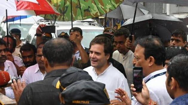 Rahul Gandhi outside Sewri court in Mumbai on Thursday morning.(Anshuman Poyrekar/ HT photo)