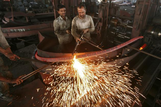 The Survey bets on private investment to drive jobs, export and demand. This was the idea behind Make in India in the government's first term too. Will it work this time?(REUTERS)